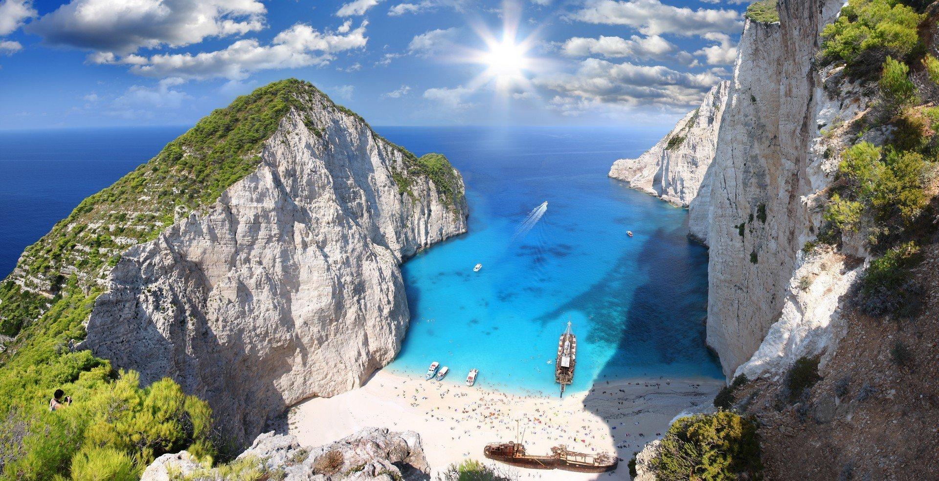 Amazing beach Navagio in Zakynthos, Greece - Imagen shutterstock_92931373