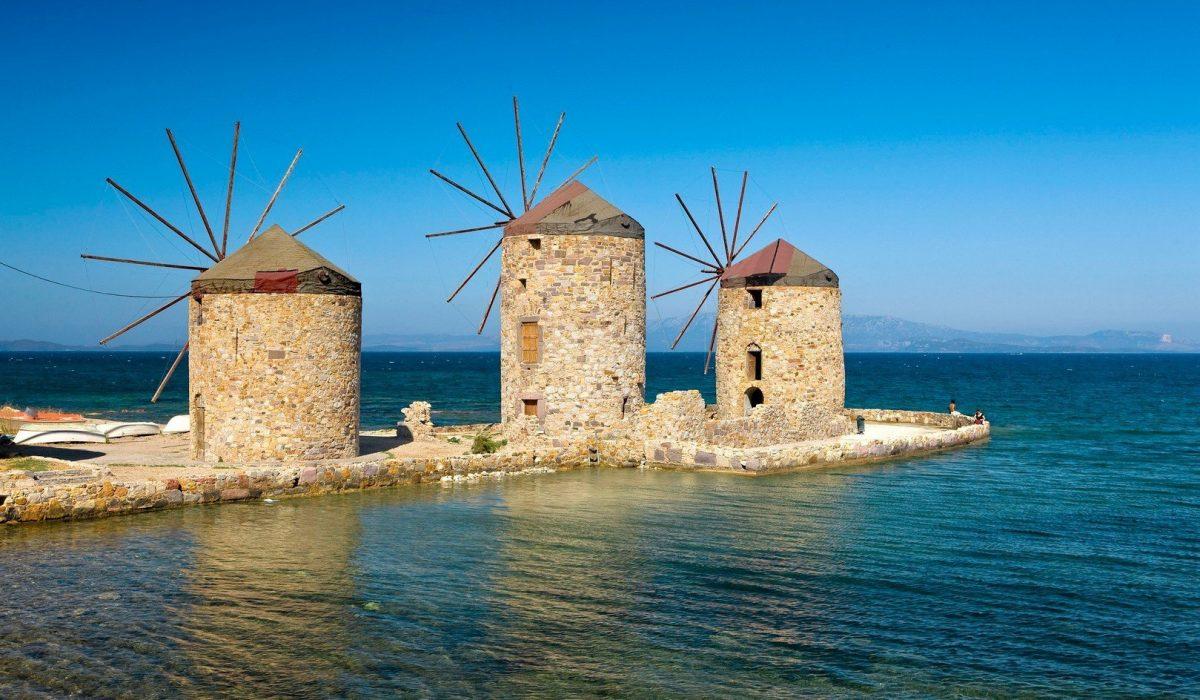 Mulini a vento vicino a Chios Town