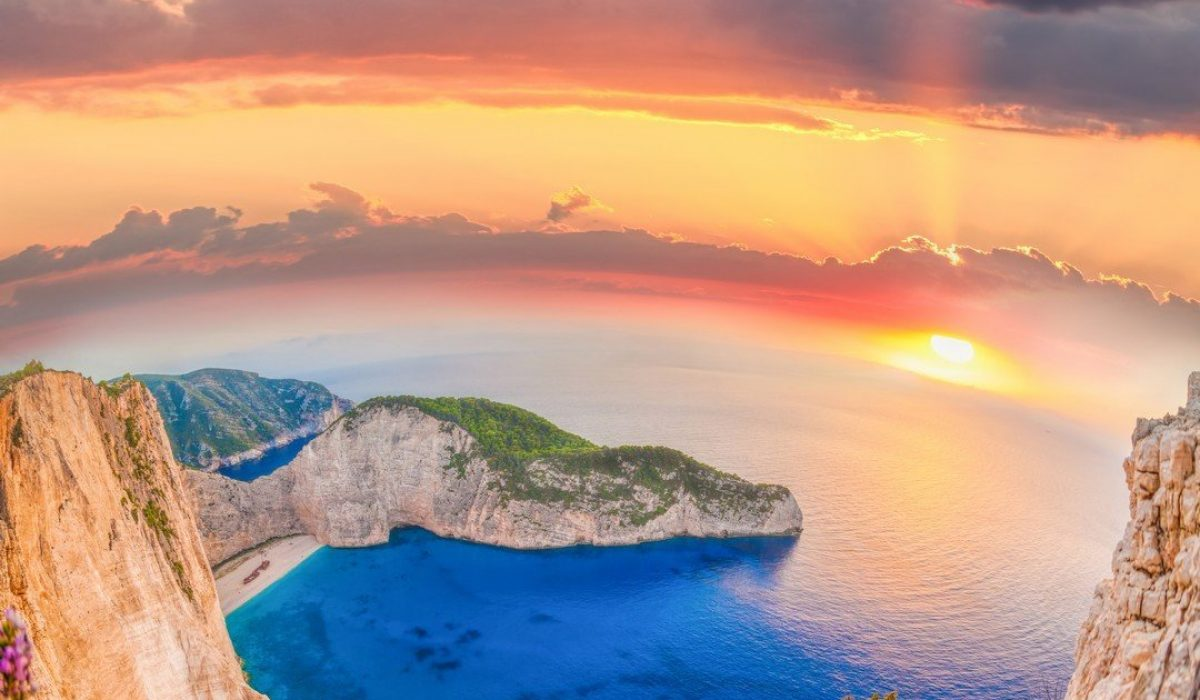 Navagio beach with shipwreck and flowers against sunset on Zakynthos island in Greece - Imagen shutterstock_414020281