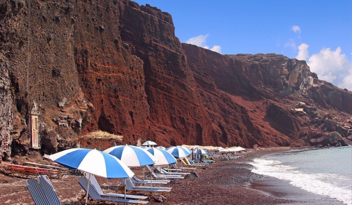 La playa roja en Santorini