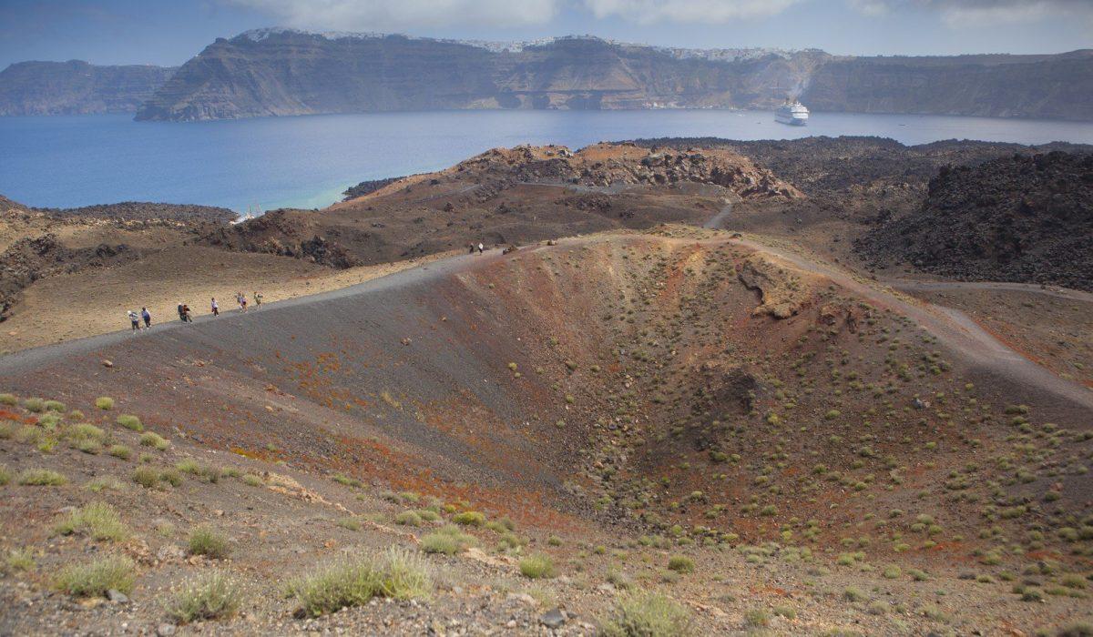 La erupci'on del volcán de Santorini causó la creación de la isla tal como la conocemos hoy en día; la famosa caldera.