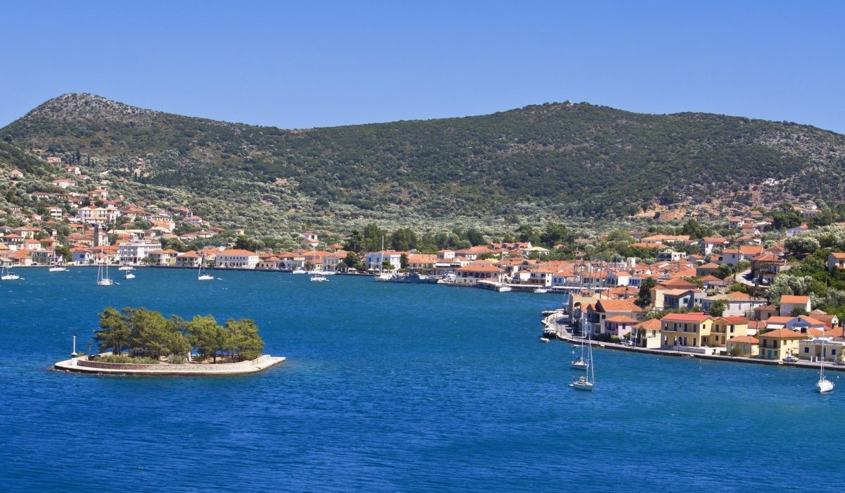 Vathi bay at Ithaki island in Greece - Imagen shutterstock_82687816